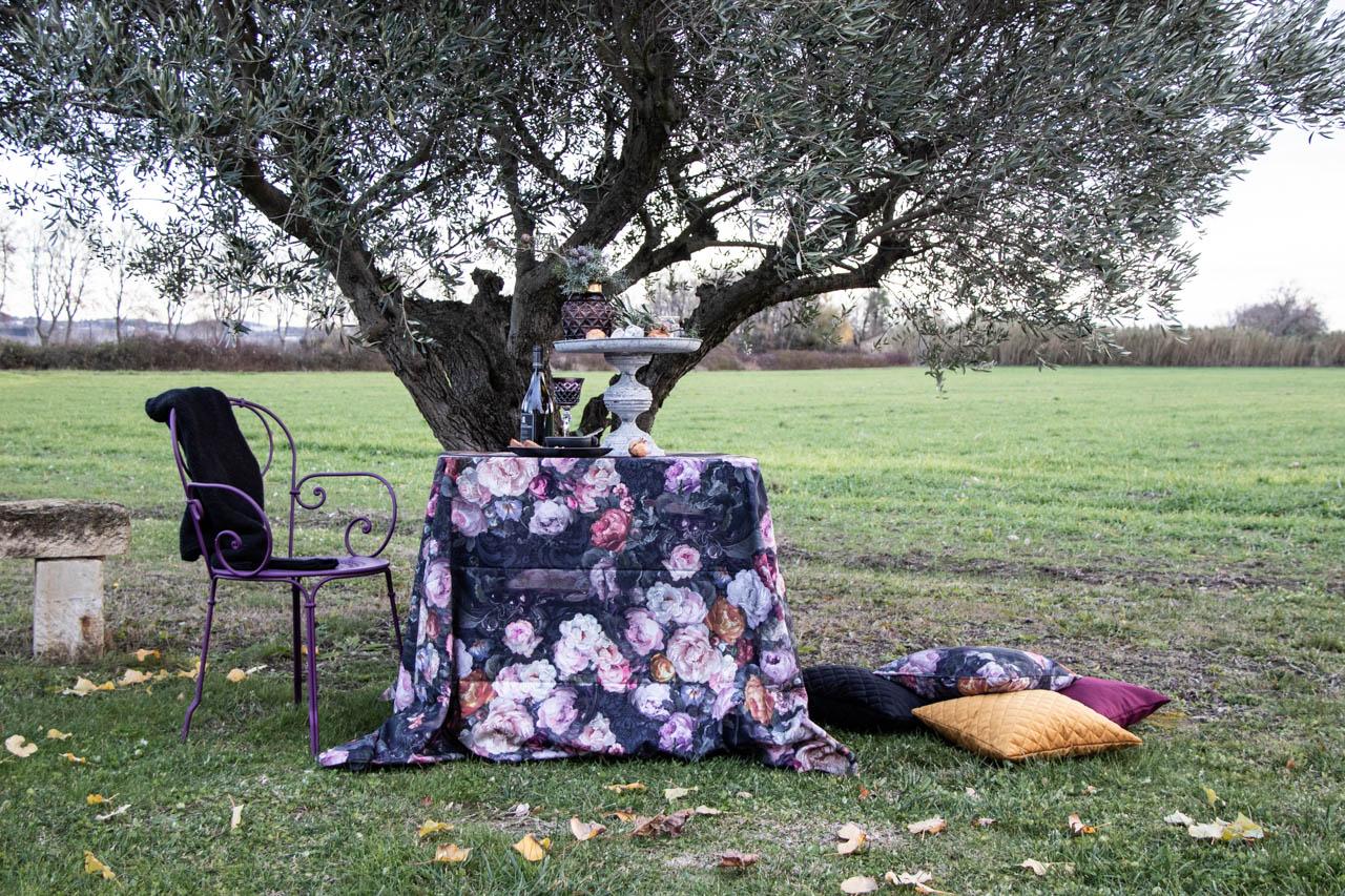 Zeitgeist Living grauer Wintertag Dekoria Tischdecke mit Rosenmuster