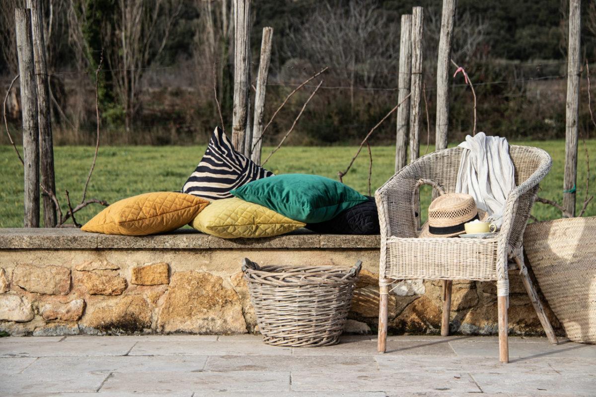 Zeitgeist Living Dekoria Velvetkissen und Zebrakissen in der Provence